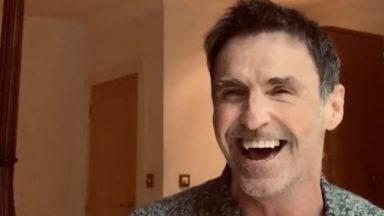 Marti Pellow sings for a COVID-19 patient.