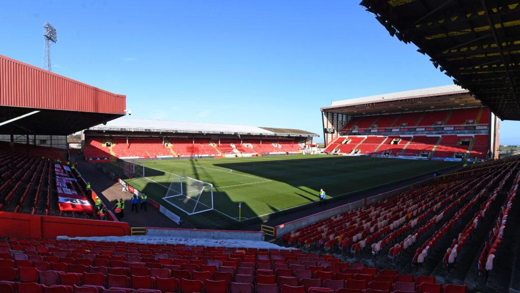 An Aberdeen player has tested positive for cornavirus but displayed no symptoms.