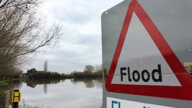Flood sign warning.