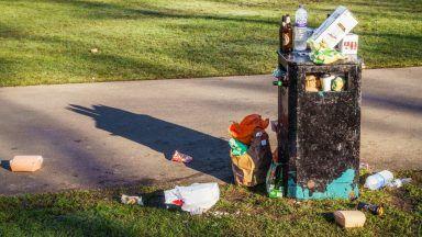 Picture of bin, rubbish, litter.
